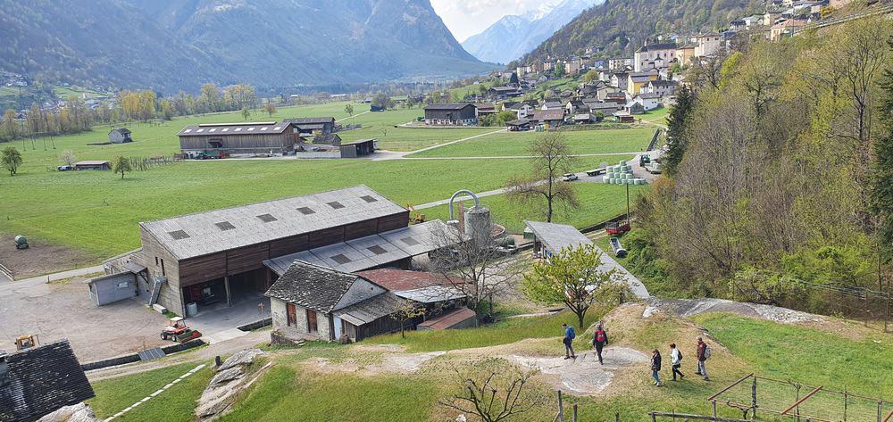 Sentiero presso Castello di Serravalle